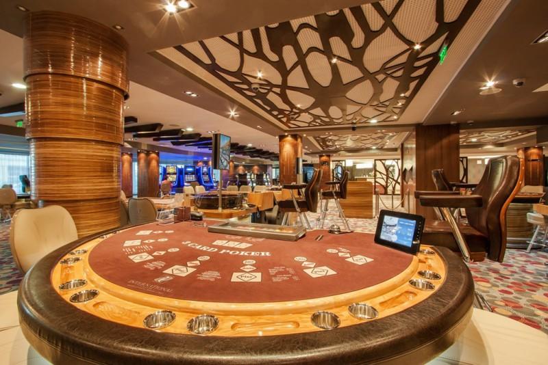 Бары в которых играют казино скачать бесплатно игровые слоты бесплатно